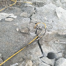南岸镁矿石开采撑石头机器裂石机