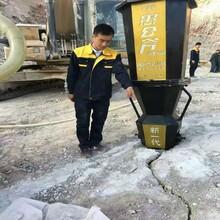六安比膨胀水泥分裂石头快的机器图片