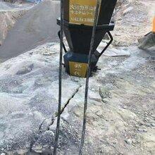 黄冈挖山修路石头破碎岩石机器图片