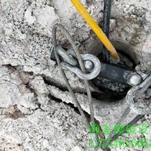 日照市镁石破碎开采劈裂棒视频图片
