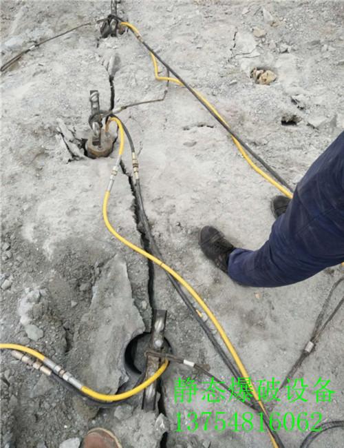 苏州市劈裂机隧道掘进打石头劈裂棒视频