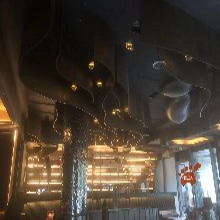 不锈钢异形酒柜,不锈钢异形天花,酒吧金属装饰件安装效果图