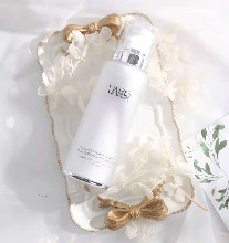 丸碧护肤系列雪莲活力保湿精华乳,美白保湿两不误