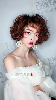 凯里学专业化妆专业美甲来玲丽