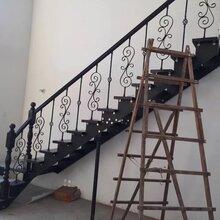 别墅楼梯双侧大梁图片