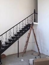 别墅楼梯护栏立柱大量现货楼梯定制图片