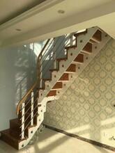 重型卷板楼梯钢木楼梯扶手图片