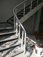 阁楼楼梯黑色双梁楼梯图片