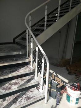 斜梁楼梯现代钢木楼梯