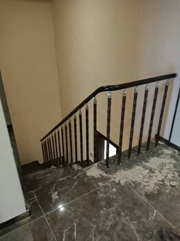 钢木楼梯不锈钢护栏立柱价格