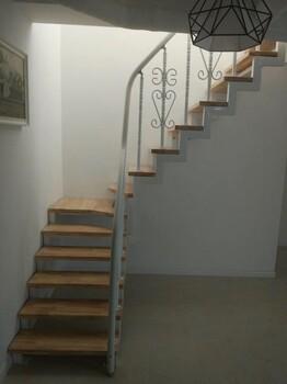 斜梁楼梯实木立柱加工厂