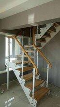 楼梯配件钢木楼梯图片