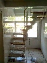 斜梁楼梯阁楼钢木楼梯图片