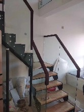 中柱旋转楼梯铁艺楼梯护栏图片