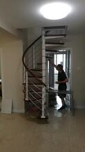 別墅樓梯玻璃欄桿實木扶手圖片