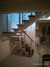 中柱旋转楼梯不锈钢玻璃护栏立柱图片