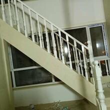 阁楼楼梯白实木扶手图片