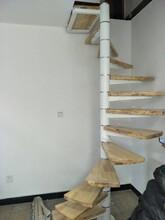 中柱旋转楼梯现代简约阁楼复试图片