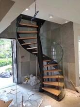 弧形黑色双梁楼梯图片