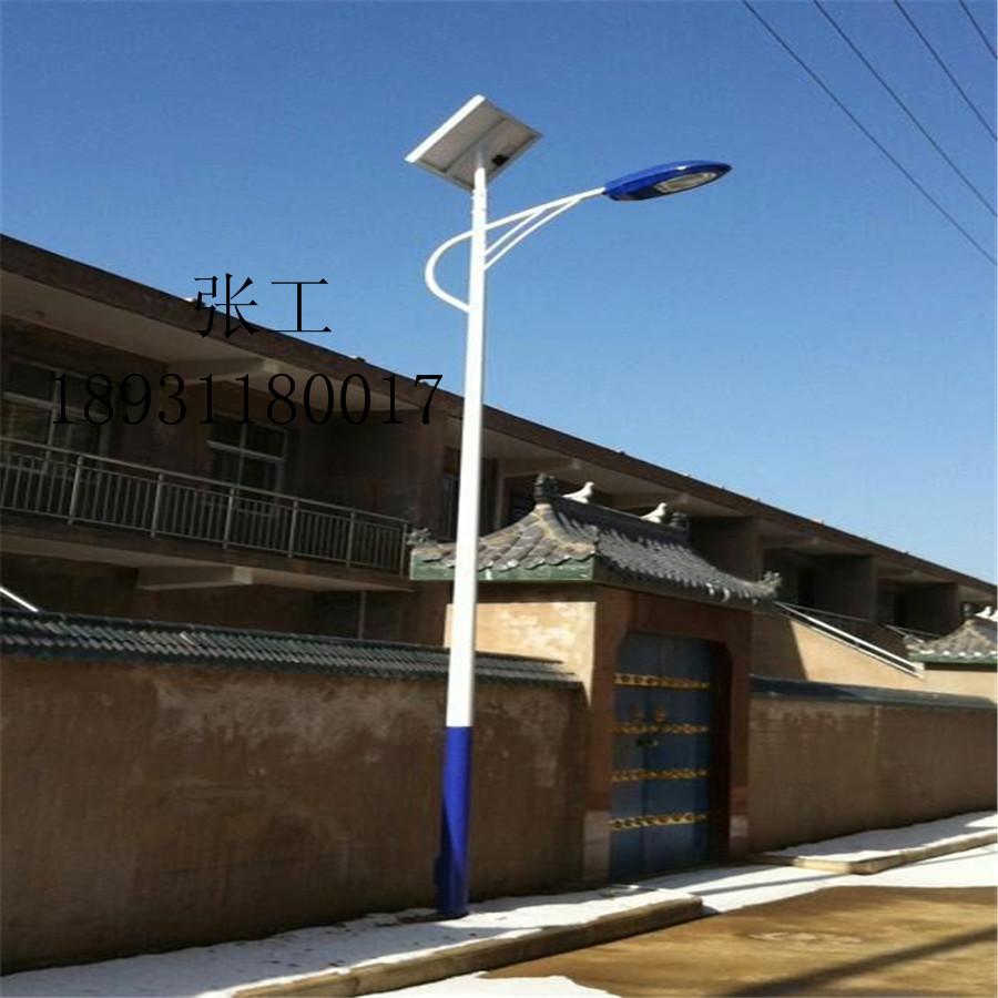 安康太阳能路灯参数配置 主体材料:灯杆为全钢结构、整体热镀锌/喷塑处理 工作电压:直流12V24V 控制器:太阳能灯具专用控制器,光控+时控,智能控制(天黑灯自开,天亮灯自熄灭) 太阳能电池组件:晶体硅15-300WP(按负载配置) 储能电池:免胶体蓄电池12V17Ah200Ah(根据负载配置) 光源类型:节能高功率集成LED,稀土节能灯(可按客户要求配置) 防护等级:IP67 使用温度:-30度至70度,抗风力150Km/h 照明时间:4~14小时(可根据需要调节) 灯杆高度:4米~12米(可以按