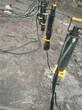 大方量土石方代替放炮静态爆破拆除设备图片