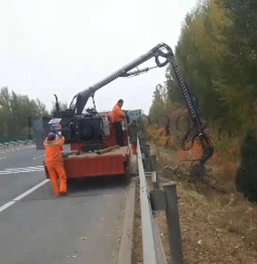 山東廠家定制中國自動化高速路割草機