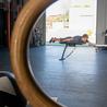 室内游泳机游泳辅助训练器陆地游泳姿势动作练习力量体能速度游泳模拟训练器等动拉力器