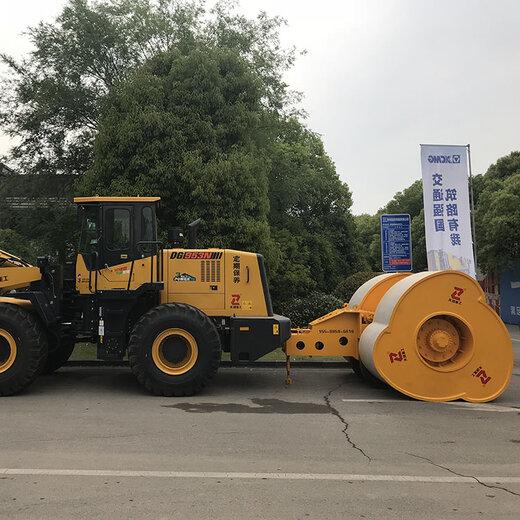 重慶拖式沖擊壓路機技術指導,牽引車沖擊碾