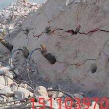 山東濱州花崗巖開采手提式劈裂機采石現場考察圖片
