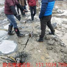 铜梁县采石头静态放炮岩石开采静态破石设备效率怎么样图片
