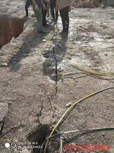 安徽蚌埠不用炸药液压开山机采石头开山器操作说明图片