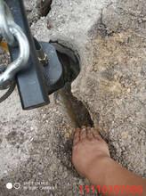 海南乐东挖沟渠液压分石机岩石开山机循环使用图片