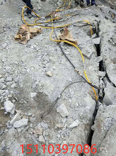 花岗岩开采用静态开山斧宁陕县开采石头机器图片