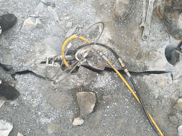 湖北黄冈高速公路石材劈裂机劈石器