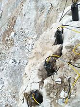 礦山開采堅硬石頭脹石器山東青島劈裂力大圖片