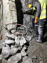 挖機破不動硬石開采劈裂棒黑龍江大興安嶺圖片
