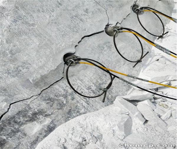 唐海县代替膨胀剂挖地基破碎石头劈裂机