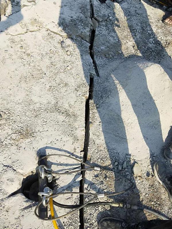 湖南湘潭露天采礦破石頭分裂機