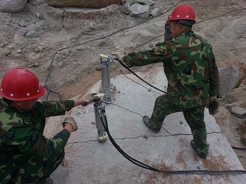 连云港:液压岩石机到底是什么机器热点资讯