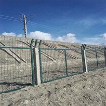 广西铁路护栏网、公路防护栅栏、机场围网栅栏,镀锌防护栏,浸塑网片图片