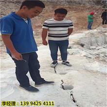 韶关曲江修桥挖地基坚硬石头劈裂机容易坏不图片