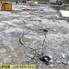 新疆伊宁路桥挖地基石头劈裂机能破多深图片