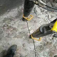 陜西延安破石頭巖石柱塞式分裂棒圖片