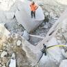 四川泸州露天土石方大方量采石分裂机施工现场