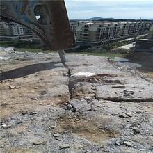 广西北海市石灰岩矿山解体大型撑石机液压劈裂棒图片