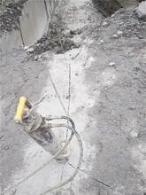 廣州汕尾山體開砂巖做石料液壓劈裂機圖片