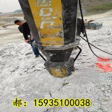 花岗岩开采不能放炮机载式劈石机大兴安岭质量有保证图片