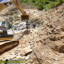 云浮市大型岩石矿山劈裂机-开采案例图片