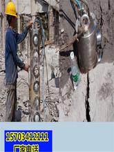 阿坝州矿山开采劈裂器不让放炮开采石头机器一哪里便宜图片
