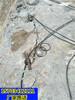 烟台市政建设挖地基遇到硬石头钩机打不动怎么办液压破石机一无噪音